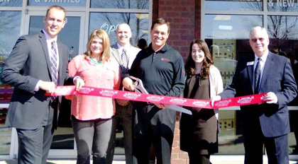 GV-Kustom-Kitchens-Ribbon-Cutting